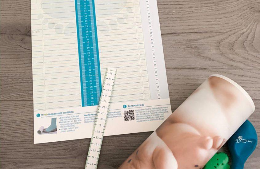 Kinderfüsse richtig messen mit der Zentimetrix Messrolle
